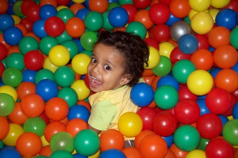 Bahaya Kolam Mandi Bola Untuk Anak2