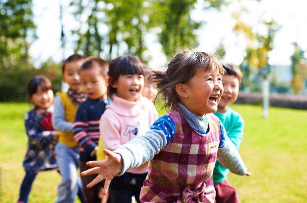 Lindungi Si Kecil Setelah Terjatuh Dengan Zheng Gu Shui